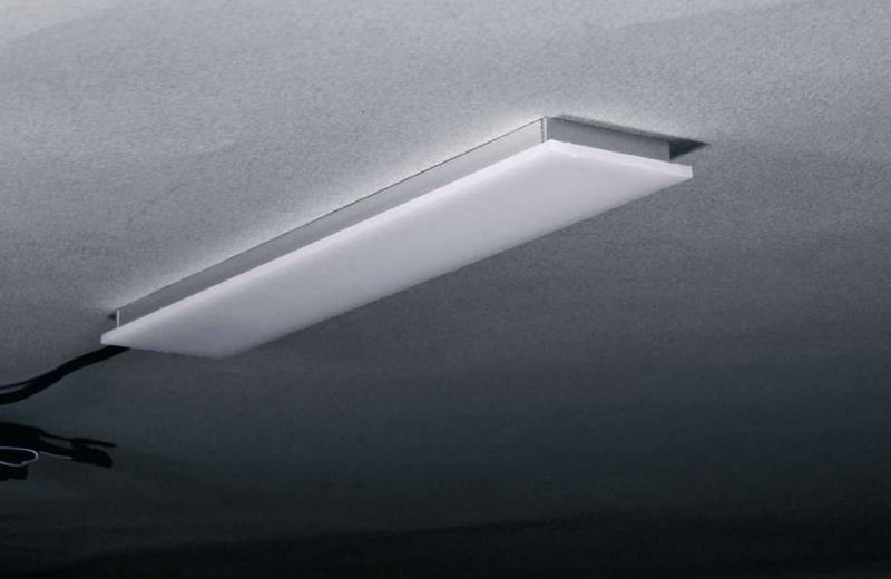 Dimmbare led leuchte planar set er mit eingebaute küchenline